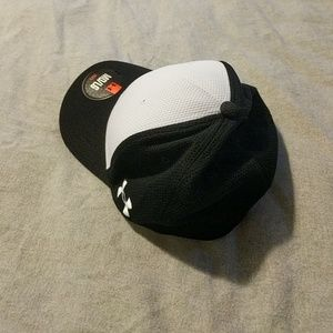 official photos 209ef 6e80e Under Armour Accessories - Under Armour MD LG Elastic Hat Black White NWT